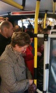 Пасажири у тролейбусі